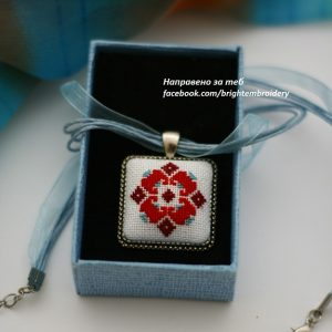 медальон с мотив ромб